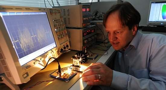 O professor Harald Hass, um dos criadores da técnica Li-Fi, já está se preparando para comercializar a tecnologia.[Imagem: University of Edinburgh]
