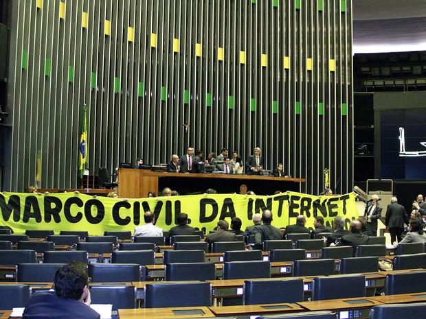 Debate na Câmara dos Deputados no plenário que reuniu 22 especialistas para discutir o Marco Civil da Internet em 2014 (Foto: André Oliveira/Câmara dos Deputados)