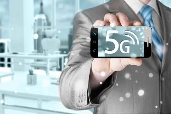 5g_wirelesss_internet_technology_mobile_phone
